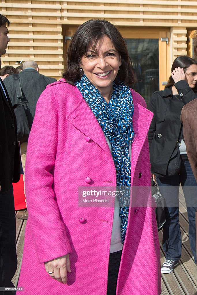 Anne Hidalgo attends the launch of the new Paris Observatory Atmospheric Generali balloon, at Parc Andre Citroen on April 18, 2013 in Paris, France. The balloon will monitor air pollution which it will then display via a LED light device.