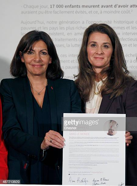 Anne Hidalgo mayor of Paris and Cofounder of the Bill and Melinda Gates Foundation Melinda Gates pose after their meeting aimed at drumming up...