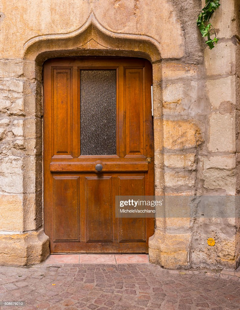 Annecy, France. Wooden door in the old town : Stockfoto