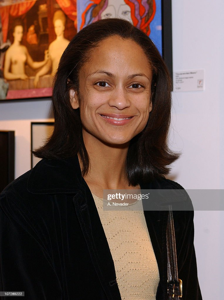 Anne-Marie Johnson during Sally Kirkland's One-Woman Art Show to Benefit The... Show more - annemarie-johnson-during-sally-kirklands-onewoman-art-show-to-benefit-picture-id107285222