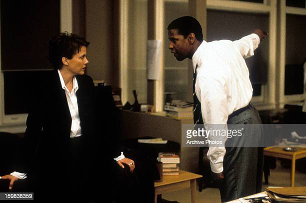Annette Bening and Denzel Washington in a scene from the film 'The Siege' 1998