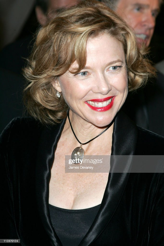 <a gi-track='captionPersonalityLinkClicked' href=/galleries/search?phrase=Annette+Bening&family=editorial&specificpeople=202568 ng-click='$event.stopPropagation()'>Annette Bening</a> during 2004 Toronto International Film Festival - 'Being Julia' Premiere at Roy Thompson Hall in Toronto, Ontario, Canada.