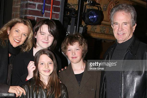 Annette Bening Warren Beatty with children Kathlyn Benjamin and Isabel *EXCLUSIVE*