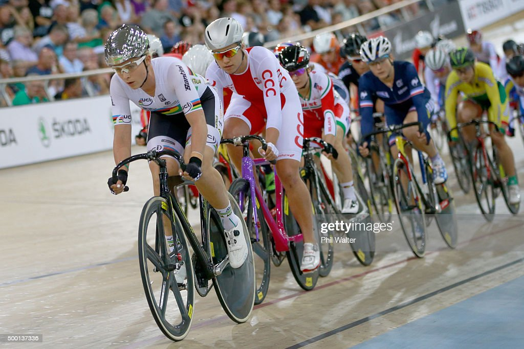 <a gi-track='captionPersonalityLinkClicked' href=/galleries/search?phrase=Annette+Edmondson&family=editorial&specificpeople=4872666 ng-click='$event.stopPropagation()'>Annette Edmondson</a> of Australia leads the field in the Womens Omnium during the 2015 UCI Track Cycling World Cup on December 6, 2015 in Cambridge, New Zealand.
