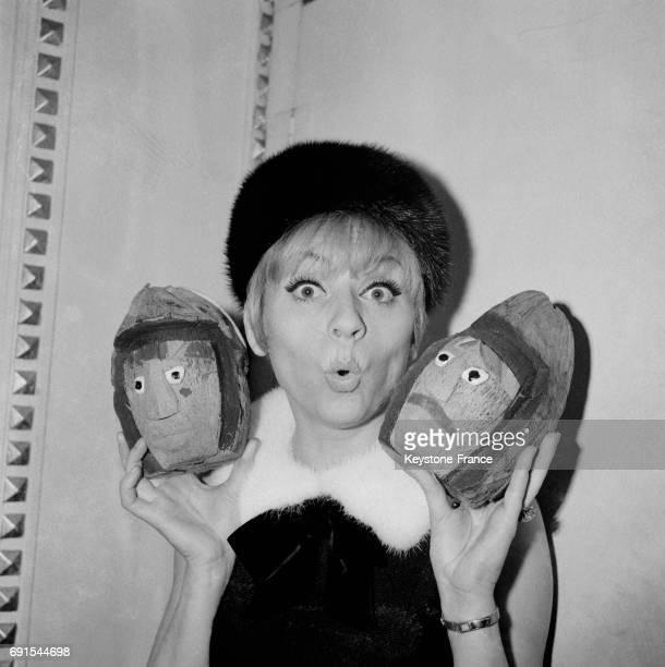Annie Cordy a reçu la cote d'humour de la chanson fantaisiste au foyer du théâtre de Grammont à Montpellier France le 1er mars 1965