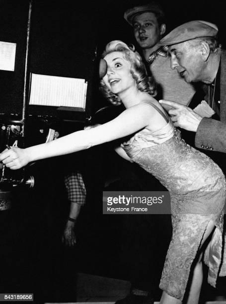 Annie Cordy dans le rôle de Titine de Montmartre sur le tournage du film 'Victor Victoria' dans les studios de cinéma à Berlin Allemagne le 23...
