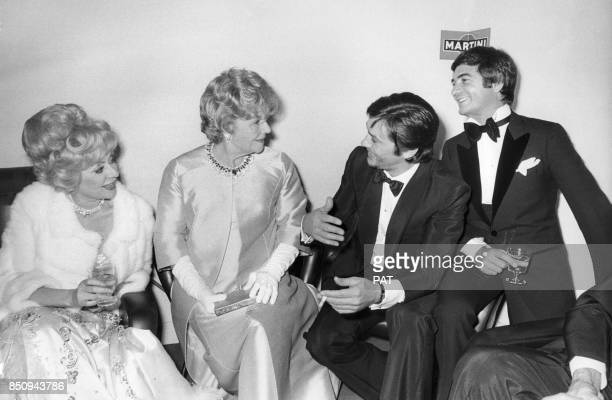 Annie Cordy Elvire Popesco Alain Delon et JeanClaude Brialy lors de la Nuit du cinéma le 24 novembre 1972 à Paris France