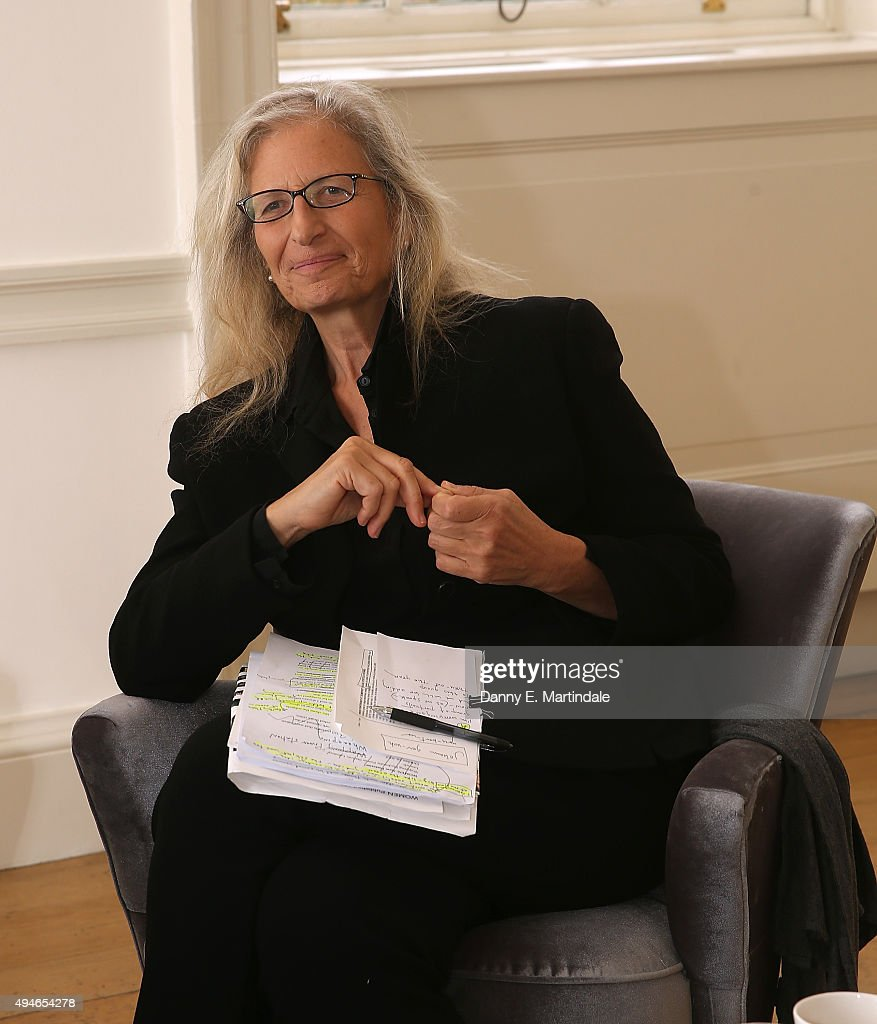 <a gi-track='captionPersonalityLinkClicked' href=/galleries/search?phrase=Annie+Leibovitz&family=editorial&specificpeople=549168 ng-click='$event.stopPropagation()'>Annie Leibovitz</a> poses for photos before her