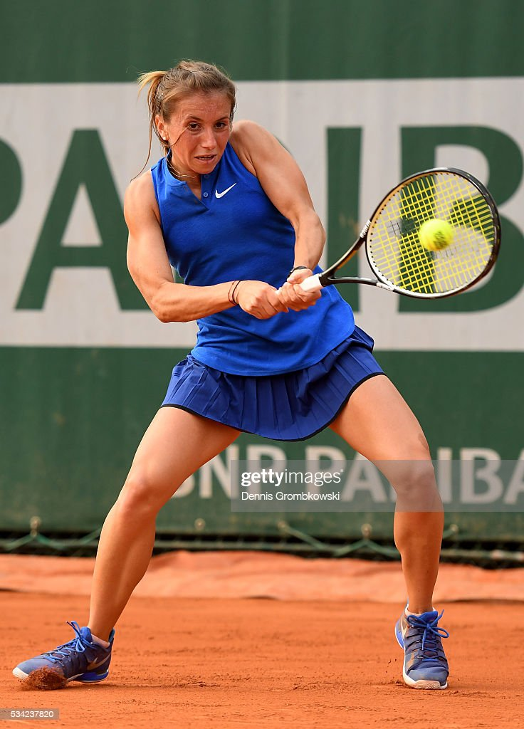 <a gi-track='captionPersonalityLinkClicked' href=/galleries/search?phrase=Annika+Beck&family=editorial&specificpeople=6249693 ng-click='$event.stopPropagation()'>Annika Beck</a> of Germany plays a backhand during the Women's Singles second round match against Kateryna Bondarenko of Ukraine on day four of the 2016 French Open at Roland Garros on May 25, 2016 in Paris, France.