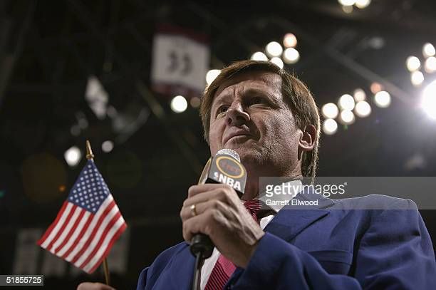 TNT announcer Craig Sager attends the game between the Detroit Pistons and Denver Nuggets on November 11 2004 at Pepsi Center in Denver Colorado The...