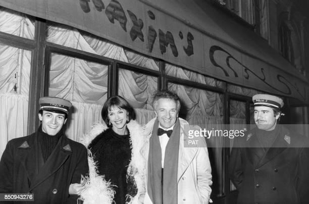 Anny Duperey et JeanPierre Cassel devant le restaurant Maxim's lors d'une soirée le 18 février 1983 à Paris France