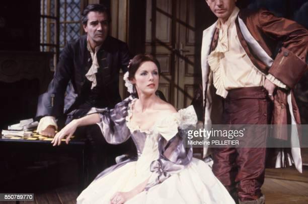 Anny Duperey Pierre Arditi et Bernard Giraudeau dans la pièce 'La répétition ou L'amour puni' de Jean Anouilh au théâtre Edouard VII à Paris le 12...
