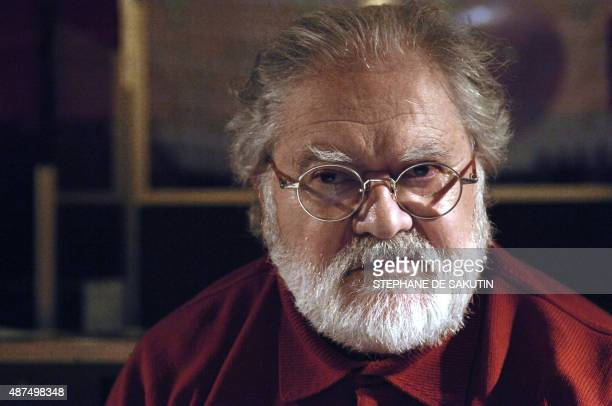 '80 ans une 'fête' pour le compositeur Pierre Henry' French musician Pierre Henry poses in a studio in Paris 09 December 2008 AFP PHOTO STEPHANE DE...