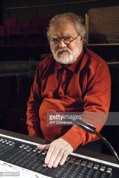 '80 ans une 'fête' pour le compositeur Pierre Henry' French musician Pierre Henry works in a studio in Paris 09 December 2008 AFP PHOTO STEPHANE DE...