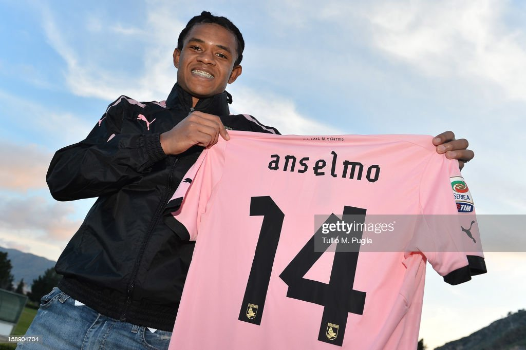 Anselmo de Moraes poses showing his new team shirt before his presentation as new player of Palermo at Campo Tenente Onorato on January 3 2013 in...