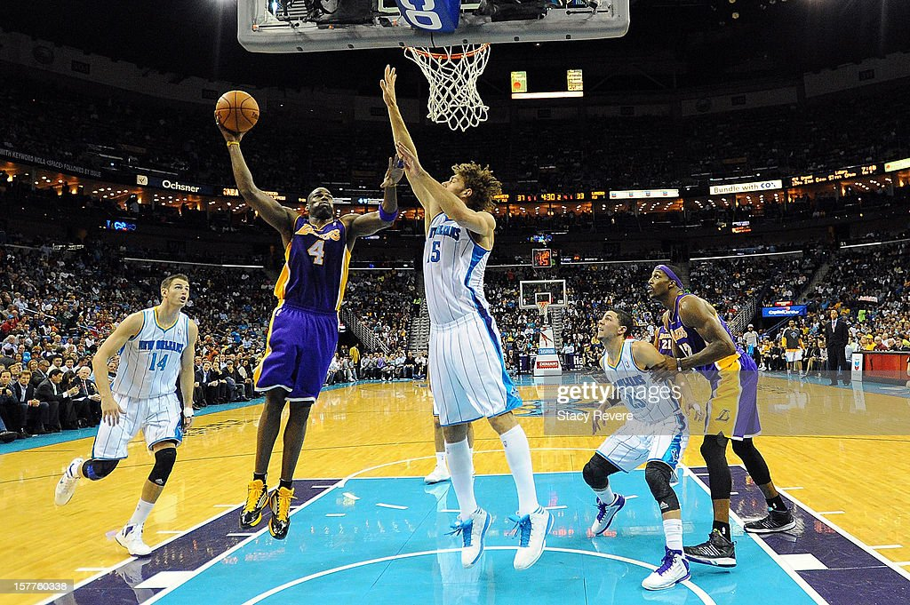 Antawn Jamison #4 of the Los Angeles Lakers drives to the basket against Robin Lopez #15 of the New Orleans Hornets at New Orleans Arena on December 5, 2012 in New Orleans, Louisiana.