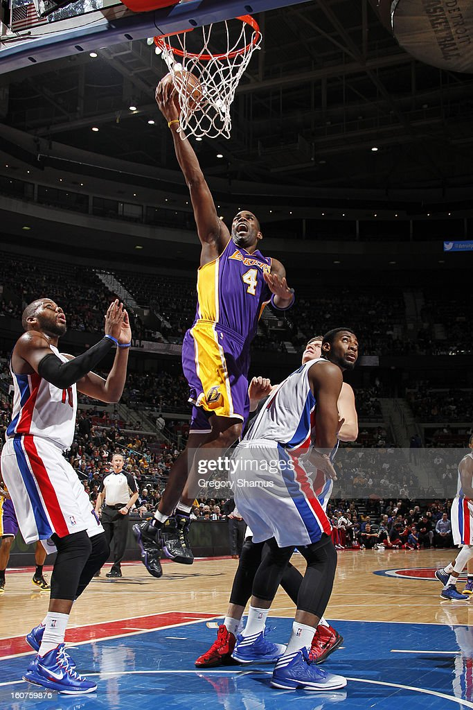 Antawn Jamison #4 of the Los Angeles Lakers drives to the basket against the Detroit Pistons on February 3, 2013 at The Palace of Auburn Hills in Auburn Hills, Michigan.
