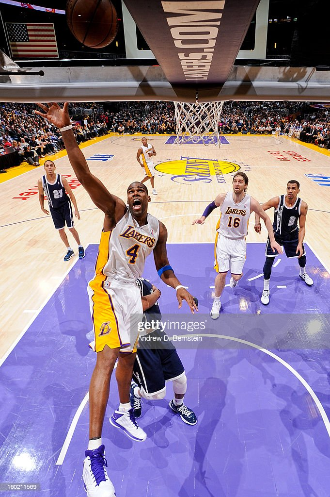 Antawn Jamison #4 of the Los Angeles Lakers shoots a layup against the Oklahoma City Thunder at Staples Center on January 27, 2013 in Los Angeles, California.
