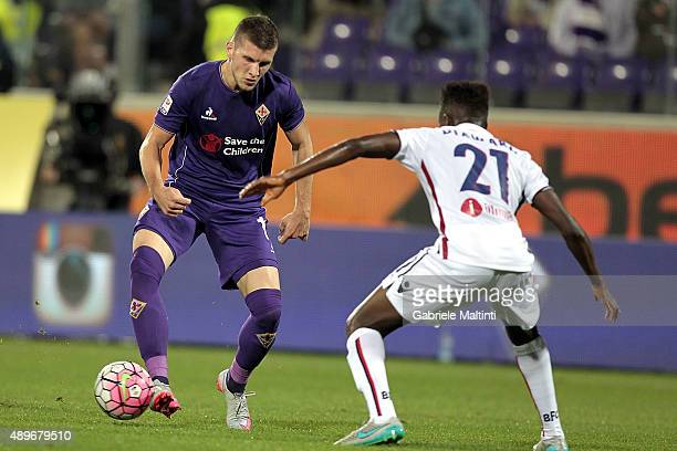 Ante Rebic of ACF Fiorentina battles for the ball with Amadou Diawara of Bologna FC during the Serie A match between ACF Fiorentina and Bologna FC at...