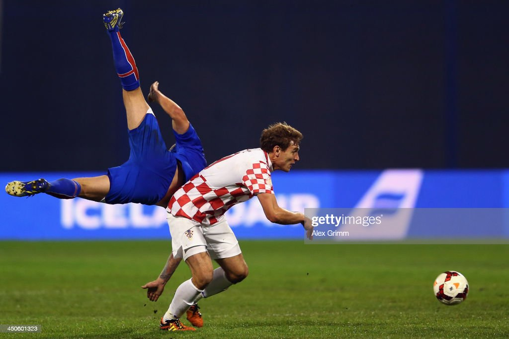 Ante Rebic (R) of Croatia eludes Birkir Bjanason of Iceland during the FIFA 2014 World Cup Qualifier play-off second leg match between Croatia and Iceland at Maksimir Stadium on November 19, 2013 in Zagreb, Croatia.