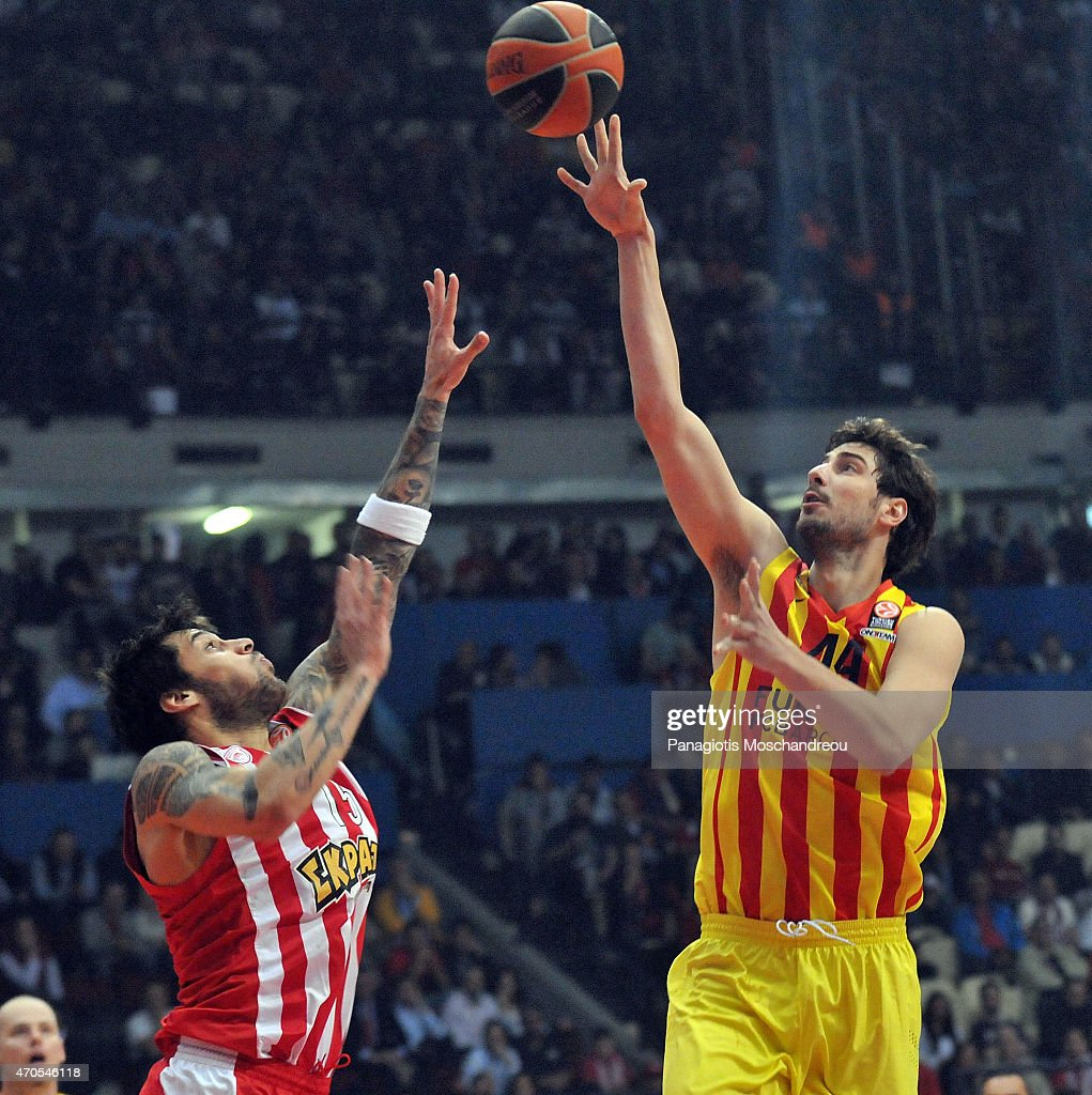 Ante Tomic, #44 of FC Barcelona competes with Georgios Printezis, #15 of Olympiacos Piraeus during the 2014-2015 Turkish Airlines Euroleague Basketball Play Off Game 3 between Olympiacos Piraeus v FC Barcelona at Peace and Friendship Stadium on April 21, 2015 in Athens, Greece.