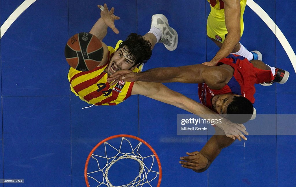 Ante Tomic, #44 of FC Barcelona competes with Kyle Hines, #42 of CSKA Moscow in action during the 2013-2014 Turkish Airlines Euroleague Regular Season Date 9 game between CSKA Moscow v FC Barcelona at USH CSKA on December 12, 2013 in Moscow, Russia.