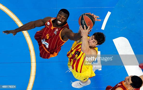 Ante Tomic #44 of FC Barcelona competes with Patric Young #4 of Galatasaray Liv Hospital Istanbul during the Turkish Airlines Euroleague Basketball...