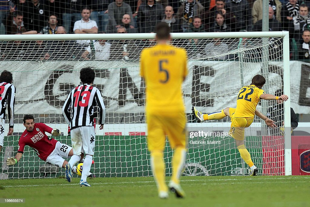 Ante Vukosic of Pescara misses a penalty during the Serie A match between AC Siena and Pescara at Stadio Artemio Franchi on November 18, 2012 in Siena, Italy.