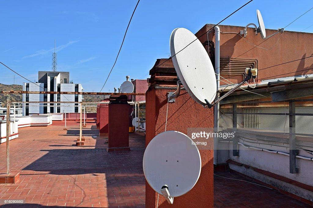 antenas, tejados, azoteas, terrados, parabolicas, : Foto de stock