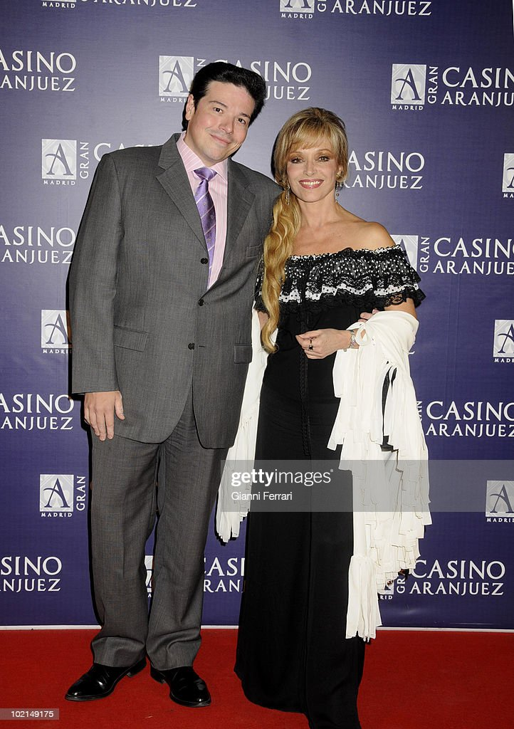 'Antennas Gold 2009', the arrival of the guests at the awards 'Golden Antenna', the actress Silvia Tortosa and her husband, 27th September 2009, 'Gran Casino de Aranjuez', Aranjuez, Spain. (Photos by Gianni Ferrari/ GettyImages