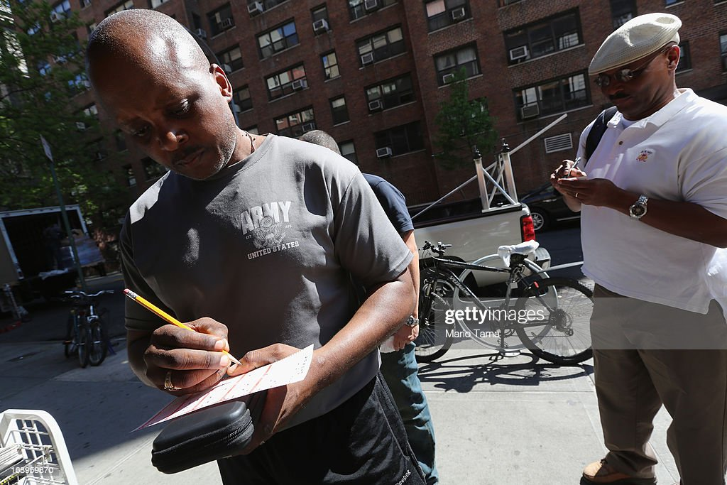 Anthony Adams (L) waits to purchase Powerball tickets in Manhattan on May 17, 2013 in New York City. The Powerball lottery jackpot has crossed $600 million and is now the largest prize in Powerball history and second largest in the world.