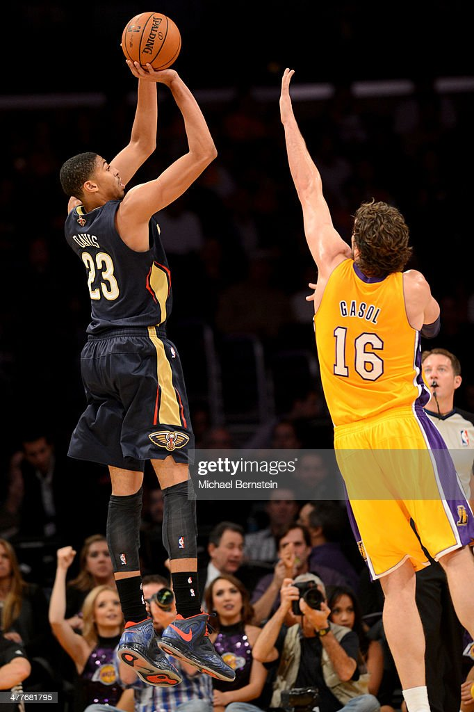 Anthony Davis #23 of the New Orleans Pelicans attempts a shot against <a gi-track='captionPersonalityLinkClicked' href=/galleries/search?phrase=Pau+Gasol&family=editorial&specificpeople=201587 ng-click='$event.stopPropagation()'>Pau Gasol</a> #16 of the Los Angeles Lakers at Staples Center on November 12, 2013 in Los Angeles, California.