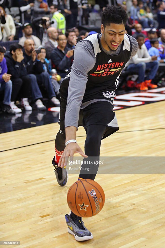 <a gi-track='captionPersonalityLinkClicked' href=/galleries/search?phrase=Anthony+Davis+-+Giocatore+di+basket&family=editorial&specificpeople=9539354 ng-click='$event.stopPropagation()'>Anthony Davis</a> #23 of the New Orleans Pelicans drives to the basket during the NBA All-Star Practice as part of 2016 All-Star Weekend at the Ricoh Coliseum on February 13, 2016 in Toronto, Ontario, Canada.