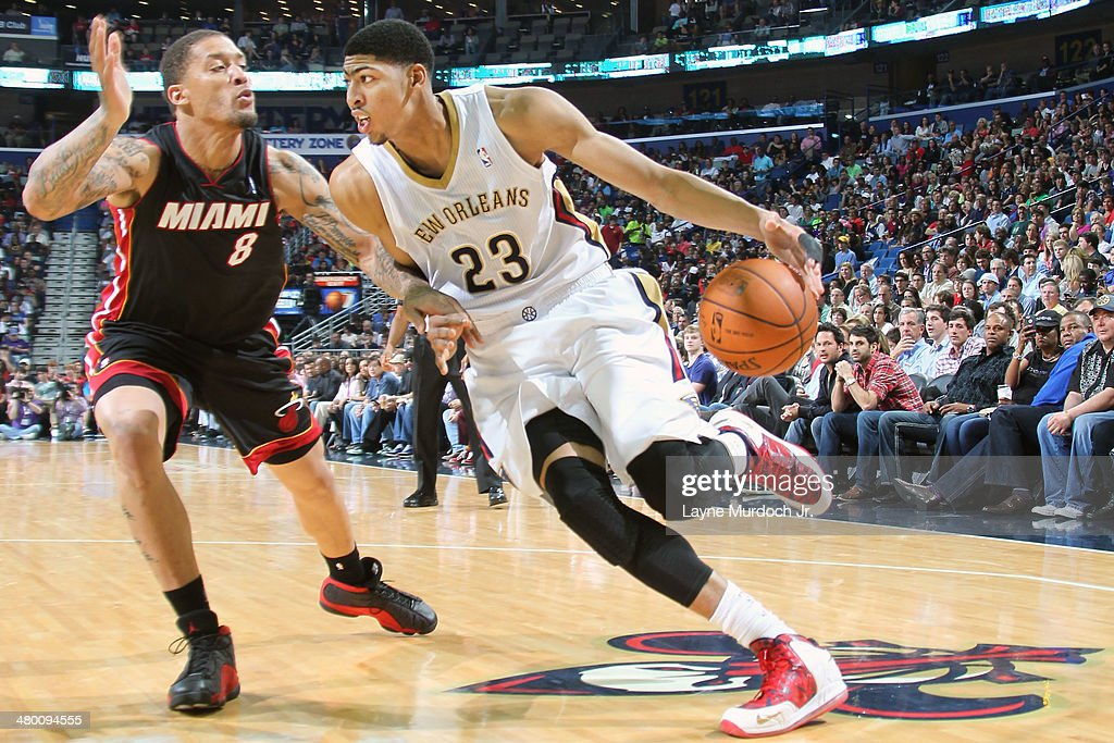 Anthony Davis #23 of the New Orleans Pelicans handles the ball against the Miami Heat on March 22, 2014 at the Smoothie King Center in New Orleans, Louisiana.
