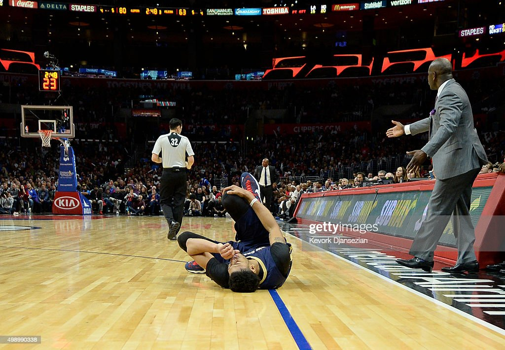 Anthony Davis #23 of the New Orleans Pelicans holds his right knee and grimaces in pain after an injury during the third quarter the basketball game against Los Angeles Clippers at Staples Center November 27, 2015, in Los Angeles, California.