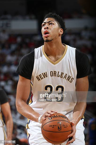 Anthony Davis of the New Orleans Pelicans prepares to shoot against the Golden State Warriors during Game Four of the Western Conference...