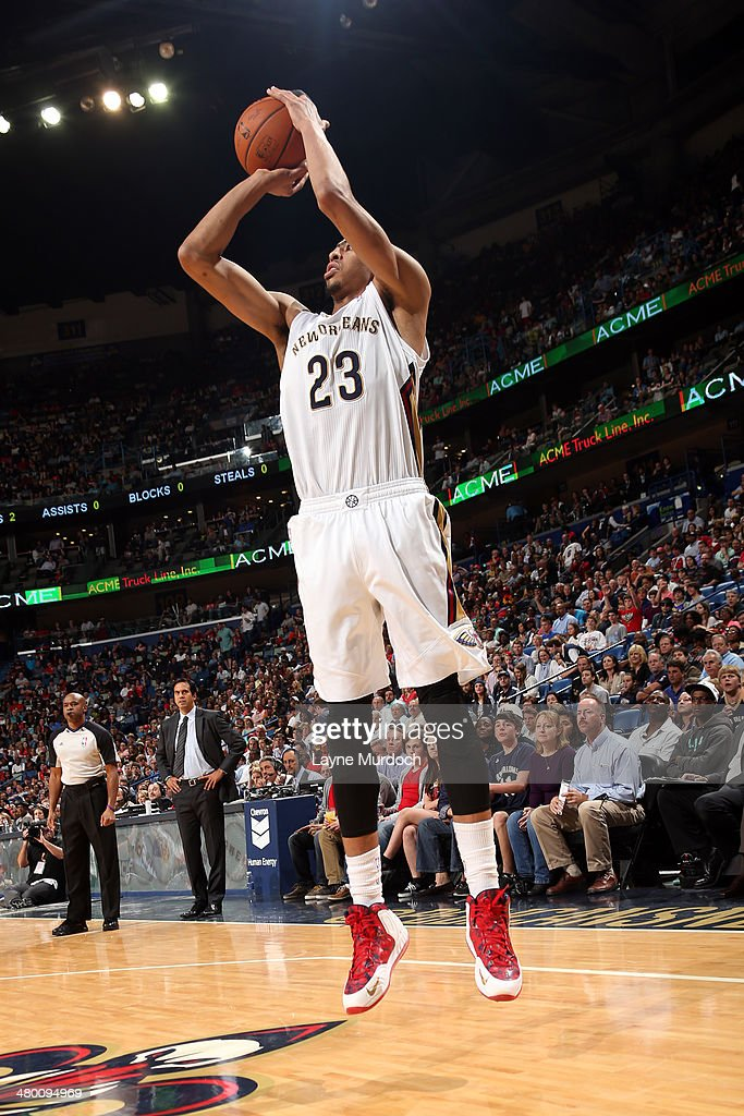 Anthony Davis #23 of the New Orleans Pelicans takes a shot against the Miami Heat on March 22, 2014 at the Smoothie King Center in New Orleans, Louisiana.