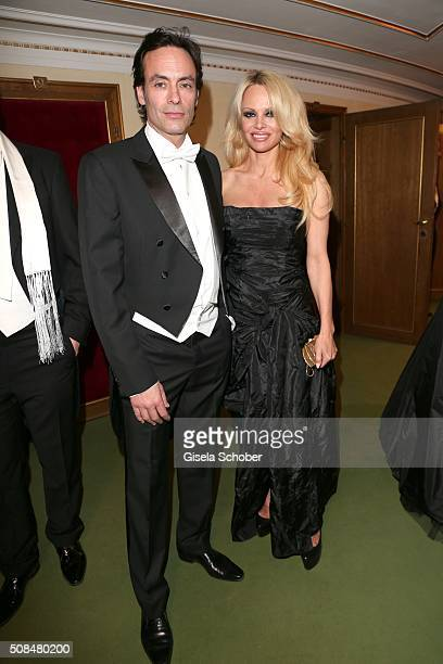 Anthony Delon and Pamela Anderson during the Opera Ball Vienna 2016 at Vienna State Opera on February 4 2016 in Vienna Austria