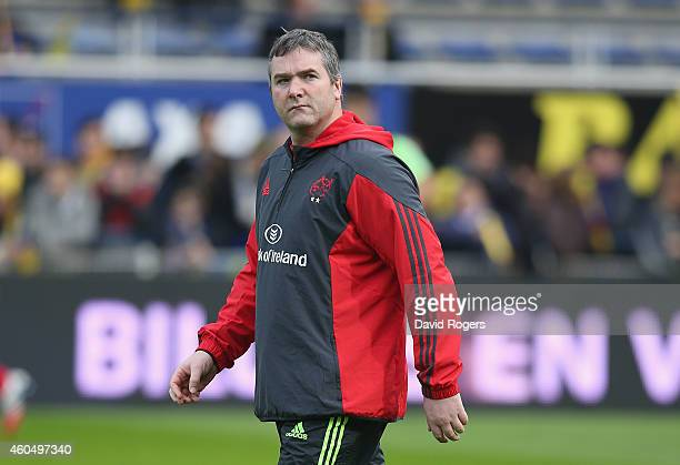 Anthony Foley head coach of Munster looks on during the European Rugby Champions Cup pool one match between ASM Clermont Auvergne and Munster at...