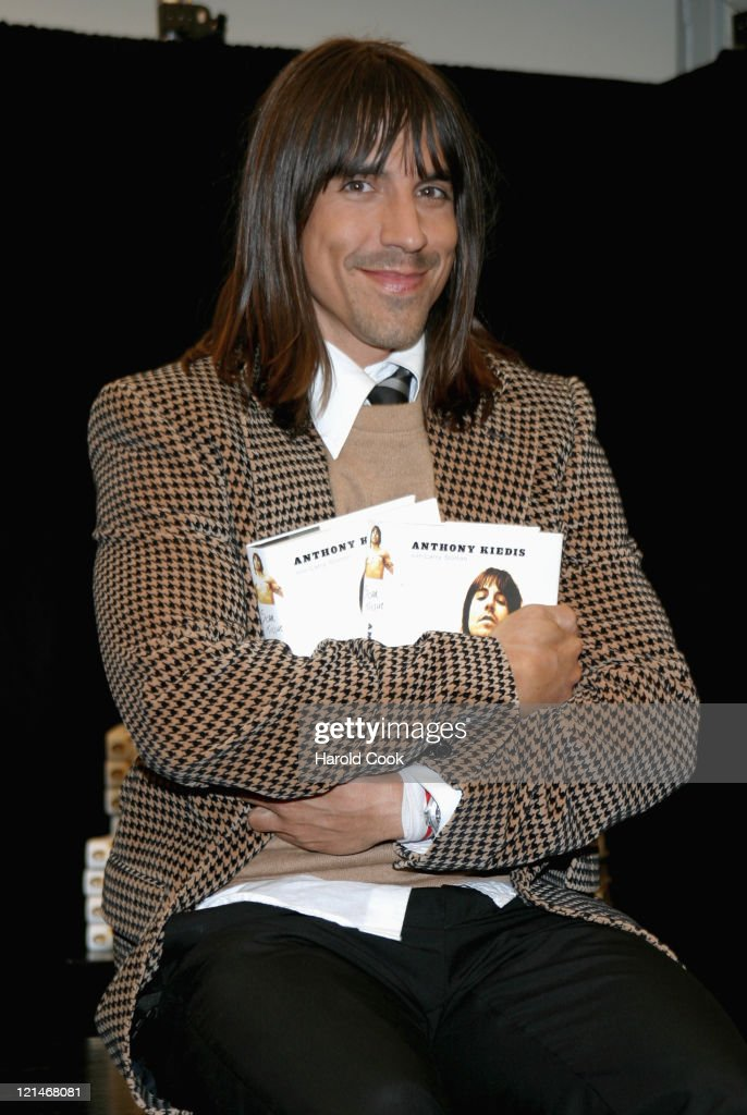 "Anthony Kiedis Signs Copies of His Book ""Scar Tissue"""