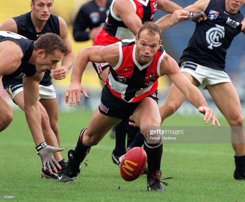 Anthony Koutoufides of Carlton eyes the ball with Stewart Loewe of St Kilda, in the match between St Kilda and Carlton, during round five of the AFL season, played at Waverley Park, Melbourne, Australia. Mandatory Credit: Robert Cianflone/ALLSPORT
