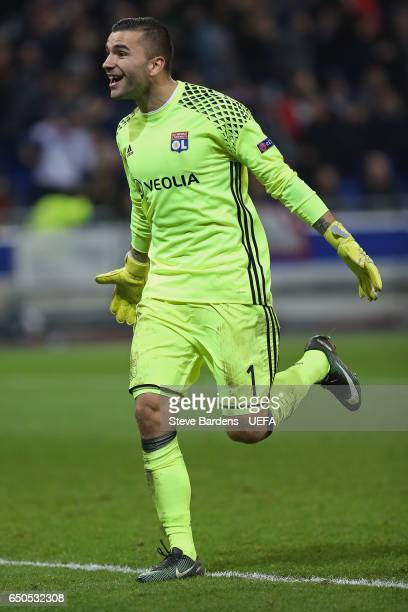 Anthony Lopes of Olympique Lyon celebrates the 4th goal during the UEFA Europa League of 16 first leg match between Olympique Lyon and AS Roma at...