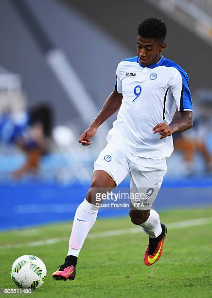 Anthony Lozano of Honduras in action during the Olympic Men's Football match between Honduras and Algeria at Olympic Stadium on August 4 2016 in Rio...