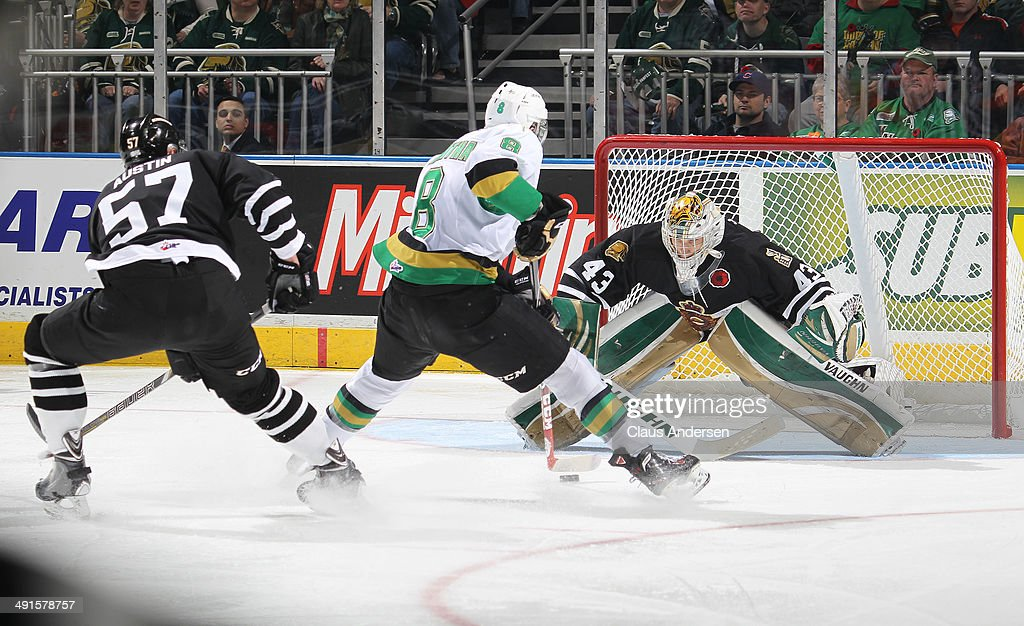Anthony Mantha #8 of the Val'Dor Foreurs goes in on a breakaway against Anthony Stolarz #43 of the London Knights in Game One of the 2014 Mastercard Memorial Cup at the Budweiser Gardens on May 16, 2014 in London, Ontario, Canada. The Foreurs defeated the Knights 1-0.