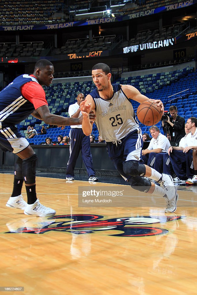 Anthony Morrow #3 (l) defends Austin Rivers #25 of the New Orleans Pelicans during an open scrimmage on October 25, 2013 at the New Orleans Arena in New Orleans, Louisiana.