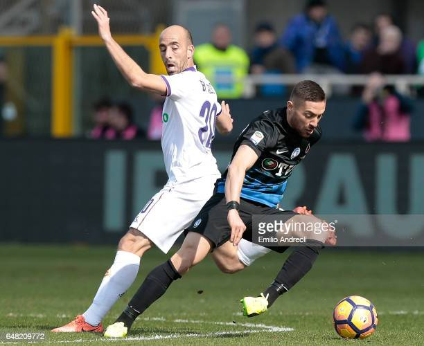 Anthony Mounier of Atalanta BC competes for the ball with Borja Valero of ACF Fiorentina during the Serie A match between Atalanta BC and ACF...