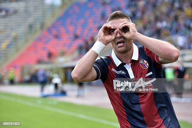 Anthony Mounier of Bologna FC celebrates after scoring the opening goal during the Serie A match between Bologna FC and Frosinone Calcio at Stadio...
