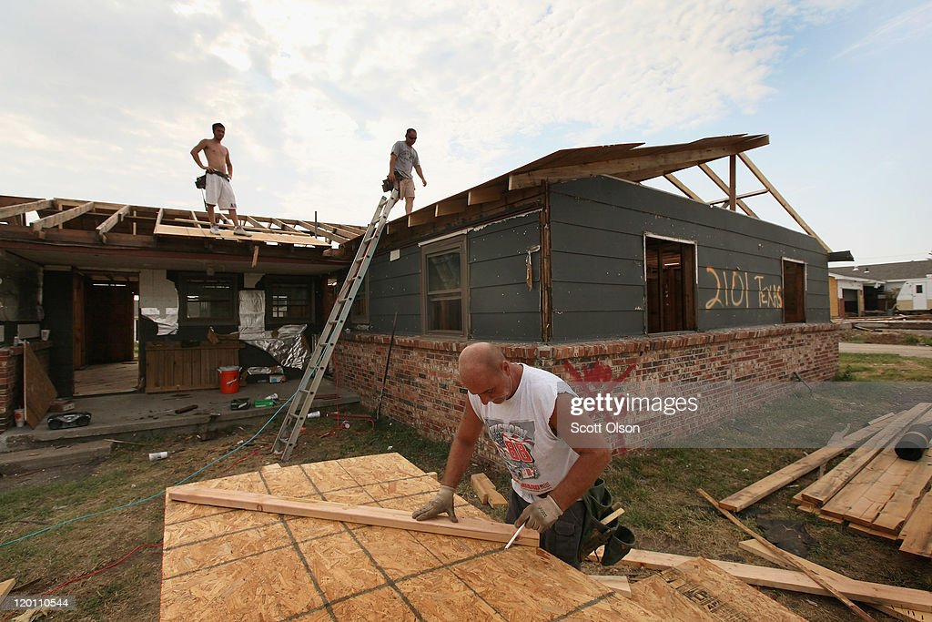 Joplin works to re build homes jobs lives destroyed by for Home builders in joplin mo