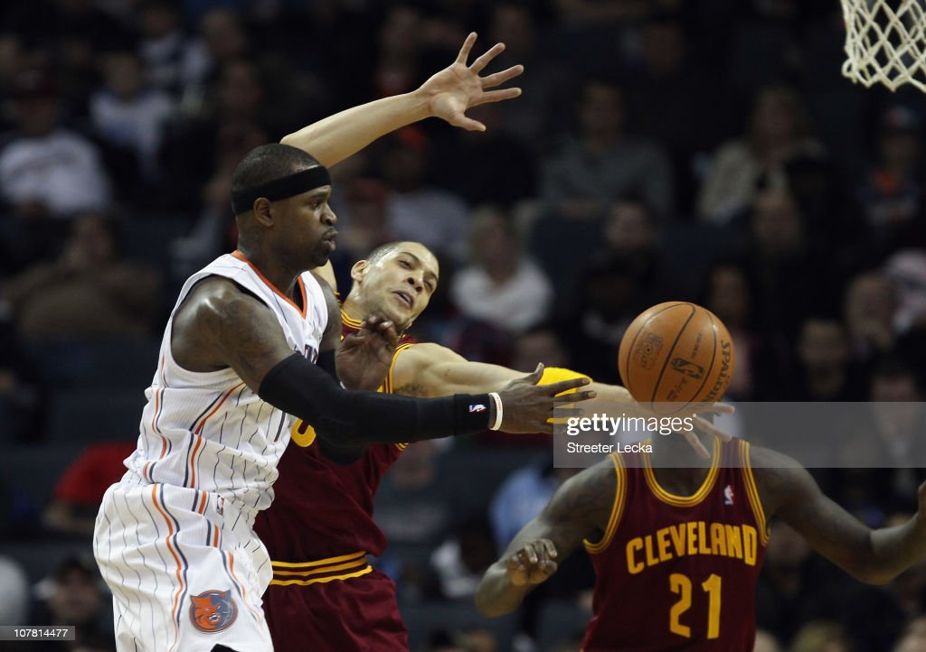 Anthony Parker #18 of the Cleveland Cavaliers tries to stop Stephen Jackson #1 of the Charlotte Bobcats during their game at Time Warner Cable Arena on December 29, 2010 in Charlotte, North Carolina.