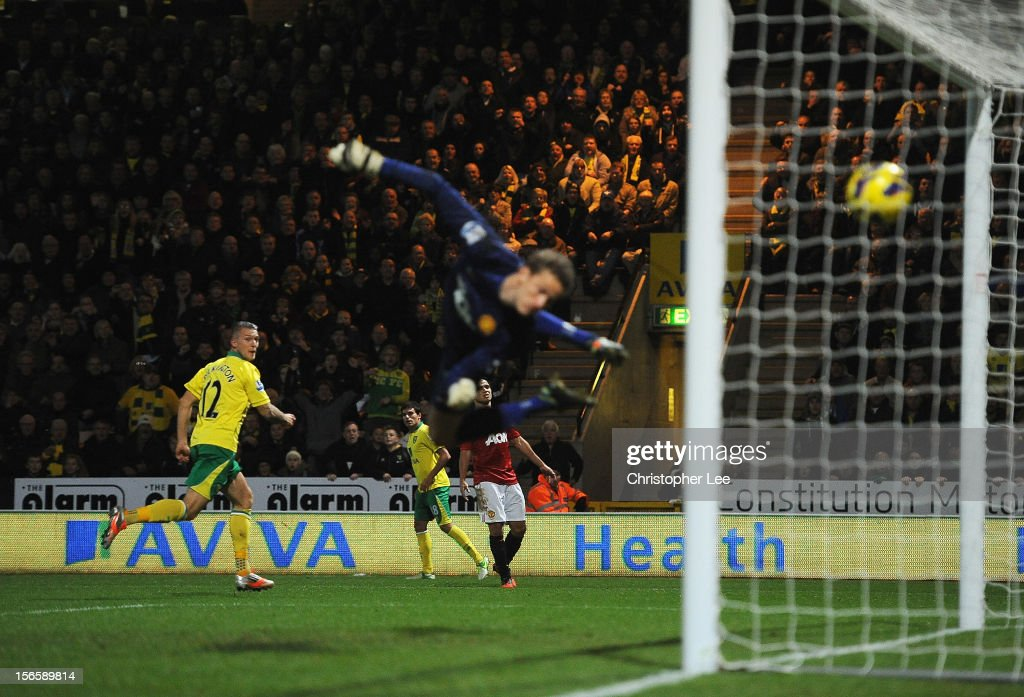 Anthony Pilkington of Norwich City scores his opening goal past goalkeeper <a gi-track='captionPersonalityLinkClicked' href=/galleries/search?phrase=Anders+Lindegaard&family=editorial&specificpeople=7243148 ng-click='$event.stopPropagation()'>Anders Lindegaard</a> of Manchester United during the Barclays Premier League match between Norwich City and Manchester United at Carrow Road on November 17, 2012 in Norwich, England.